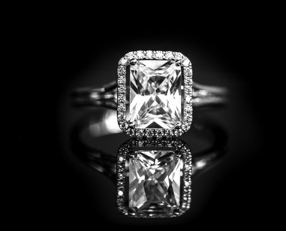 The traditional diamond engagement ring