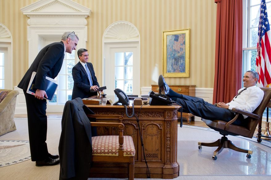 Obama feet on the resolute desk